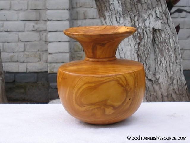 """pumaquiro/olive vase 6x6"""""""